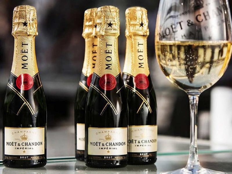 Moet Hennessy предупредил об остановке отгрузок шампанского в Россию из-за подписанного Путиным закона